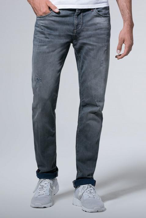 Mit gefärbter Innenseite und Destroys Jeans BR:AD