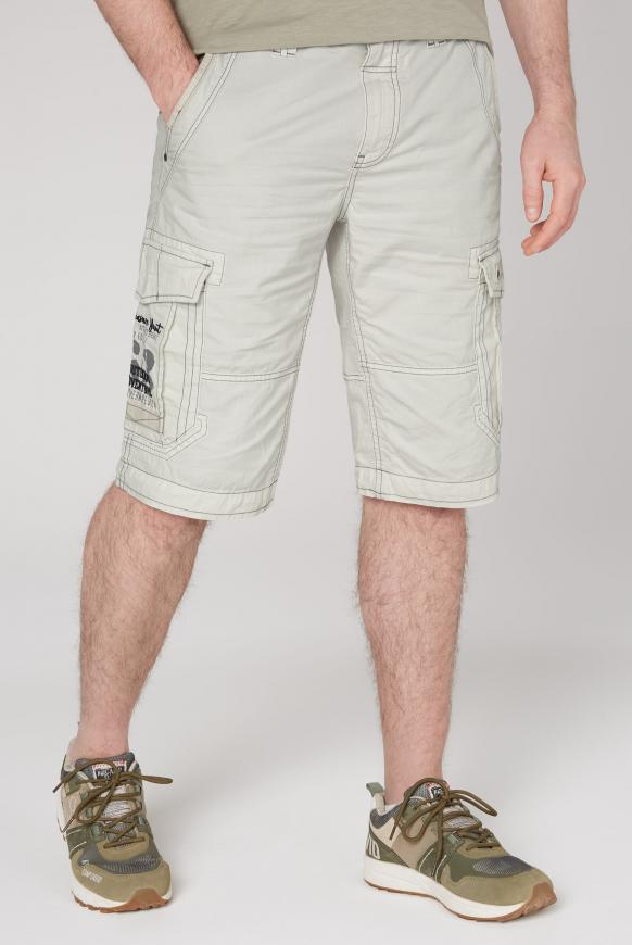 Cargo Shorts mit kleinen Label-Applikationen kitt