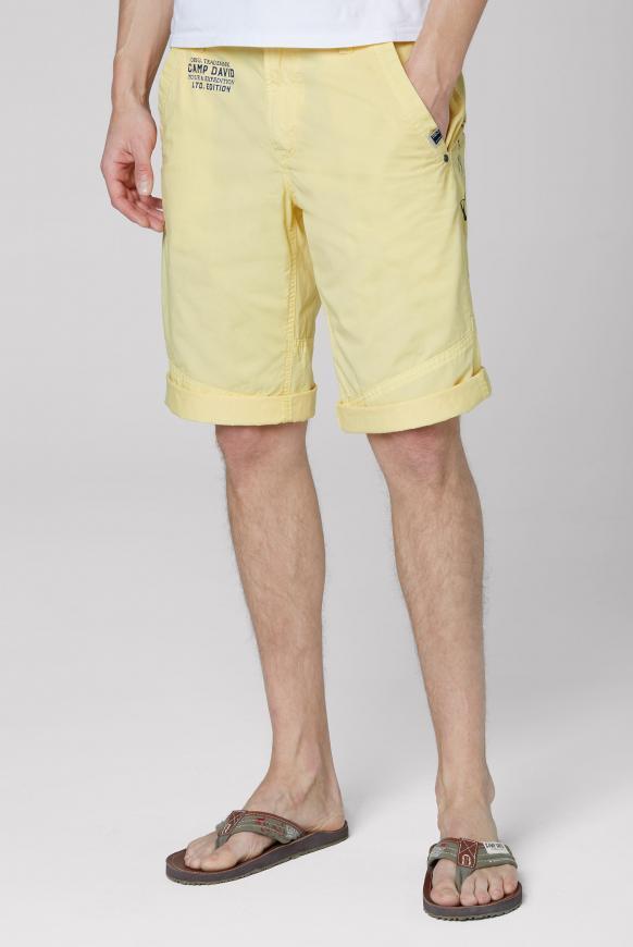 Chino Shorts mit Back Print mild yellow