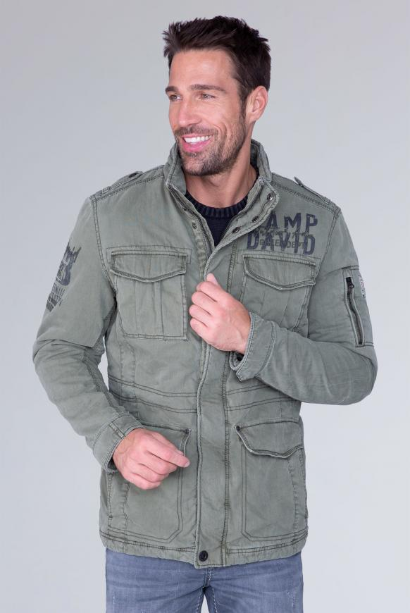 Fieldjacket mit Label-Applikationen shrub green