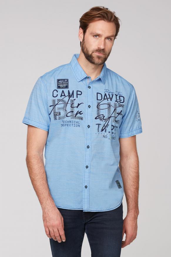 Gestreiftes Kurzarmhemd mit Label-Applikationen neon blue