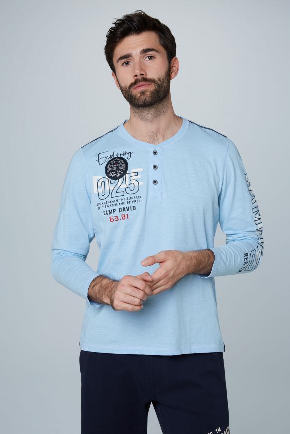 Henley-Shirt mit Label-Applikationen summer blue