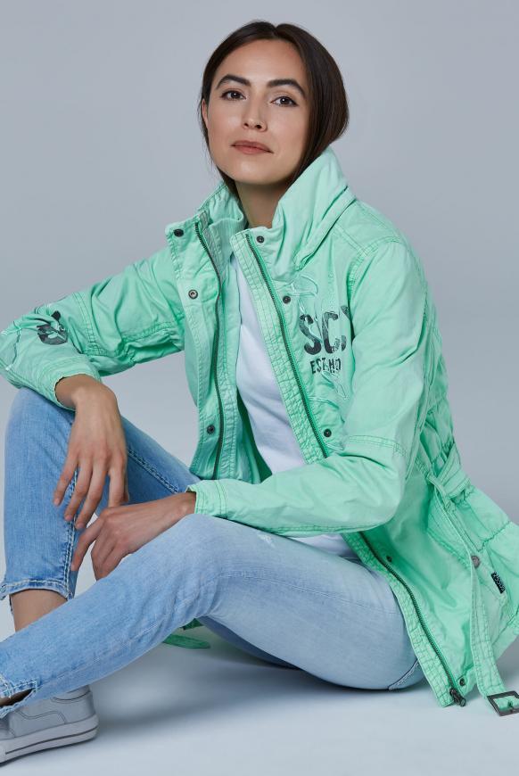 Jacke mit Kapuze und Taillengürtel market green