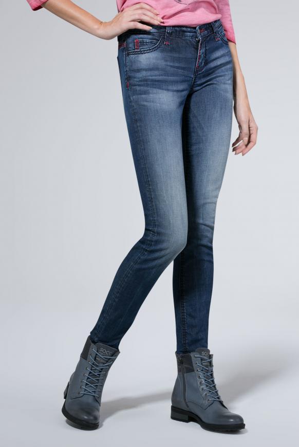 Jeans HE:DI mit Used-Optik und farbigen Steppnähten dark blue vintage