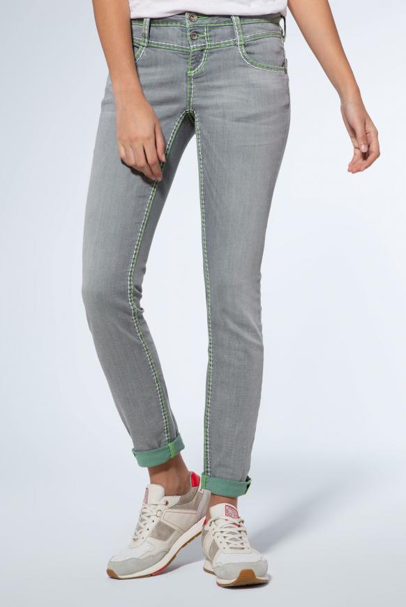Jeans KA:RA mit breiten Kontrastnähten und Stretch light grey used