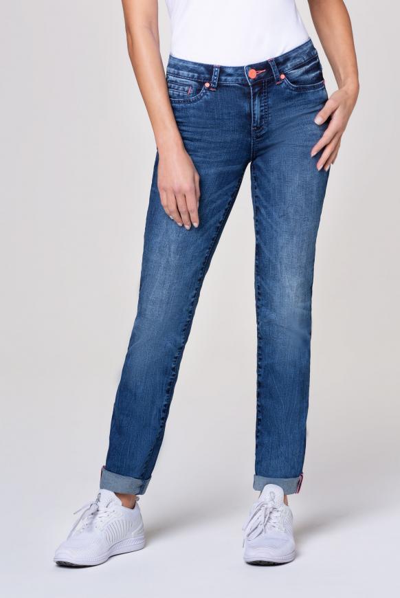 Hosen - Jeans RO MY mit Used Optik und Kontrastknopf Farbe medium blue used  - Onlineshop CAMP DAVID, SOCCX