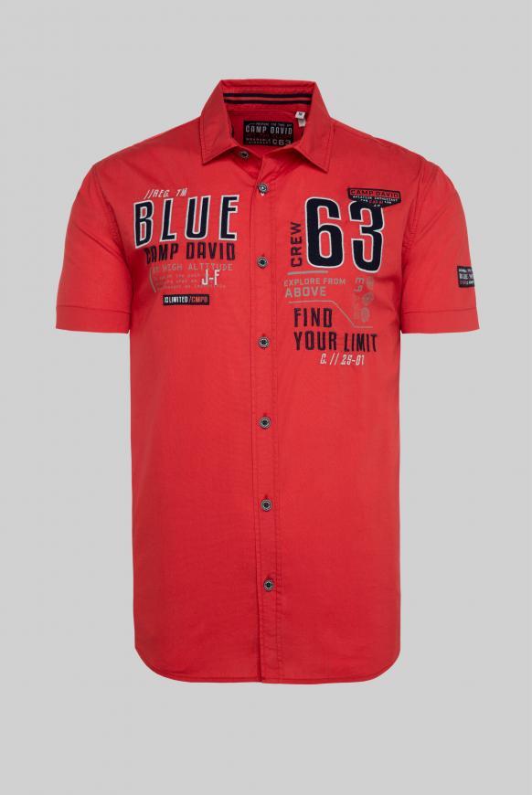 Kurzärmliges Hemd mit Label-Applikationen shark red
