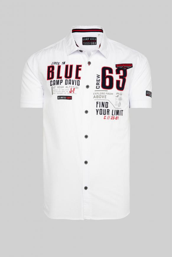 Kurzärmliges Hemd mit Label-Applikationen opticwhite