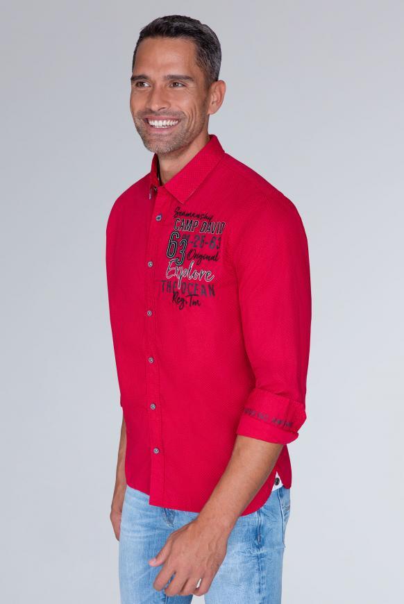 Langarmhemd mit Musterprint und Artworks royal red