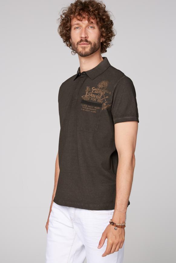 Oil Dyed Polo mit Tasche und Back Print coal black