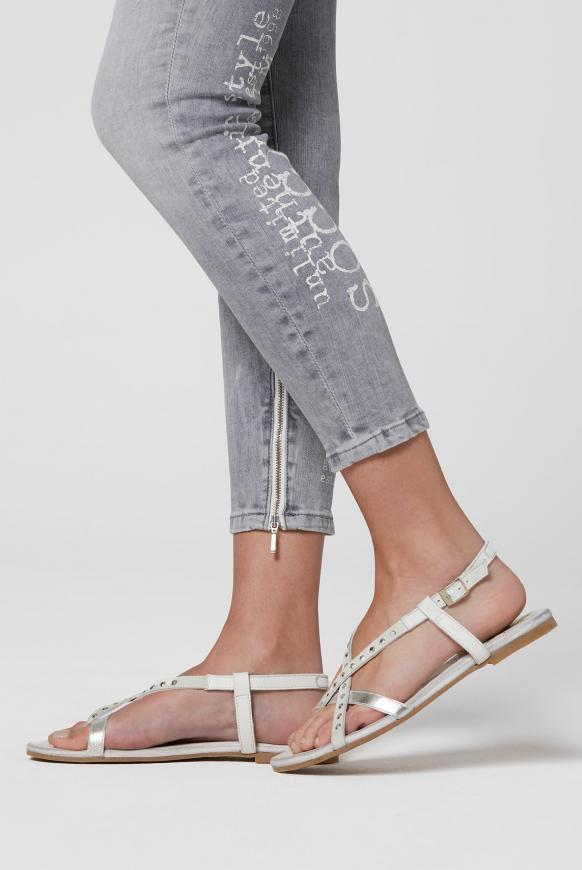 Sandale aus Leder mit Glitzersteinen ivory