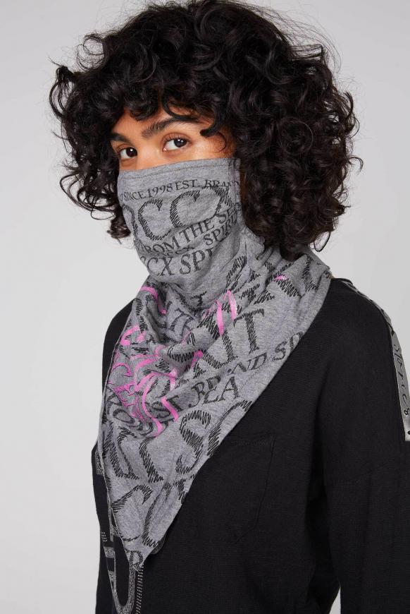 Stoffmaske mit Triangle-Tuch und Logo Design