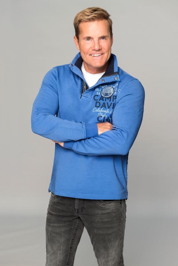 Sweatshirt mit Troyer-Kragen und Artworks sky blue