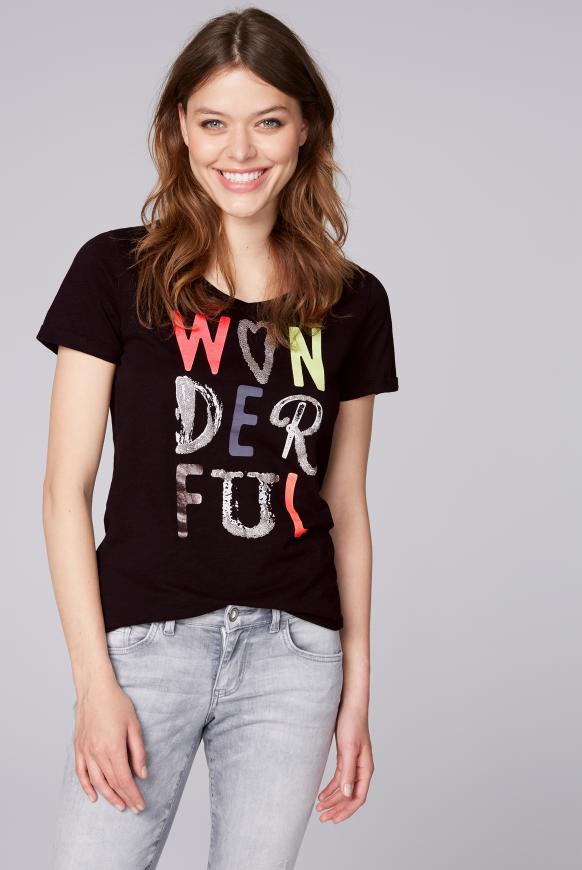 T-Shirt mit buntem Schriftzug black