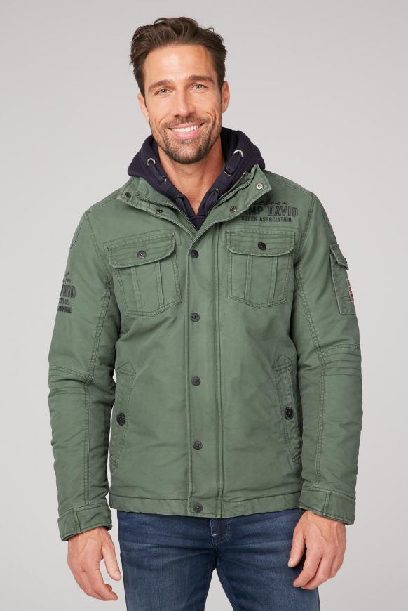 Wattierte Jacke mit Stickerei am Rücken pure olive