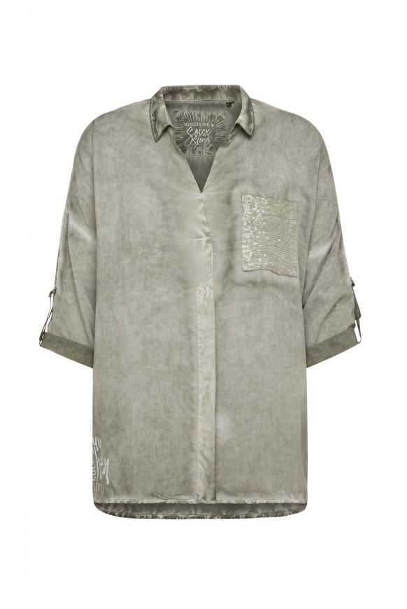Bluse Oil Dyed mit Tapes und Paillettentasche mellow olive