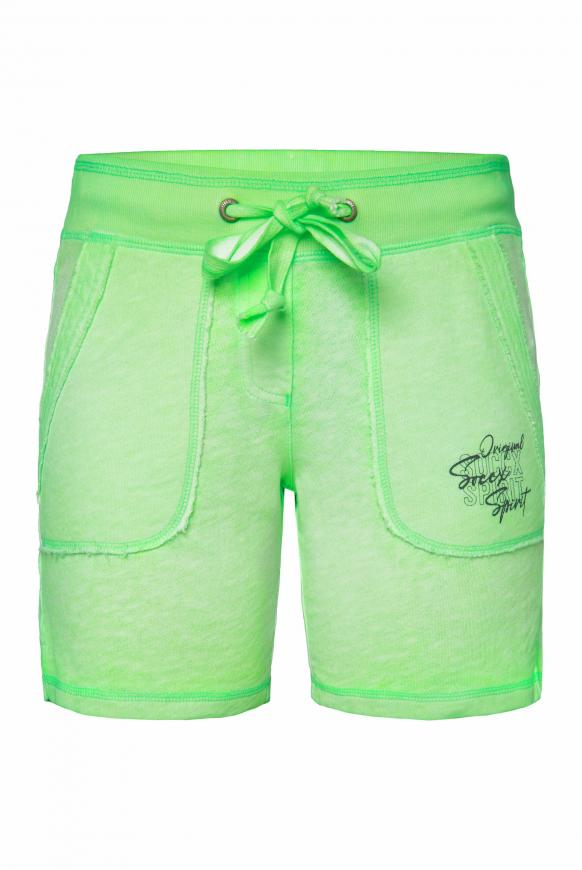 Sweatshorts mit Used-Optik und Print lemon drop