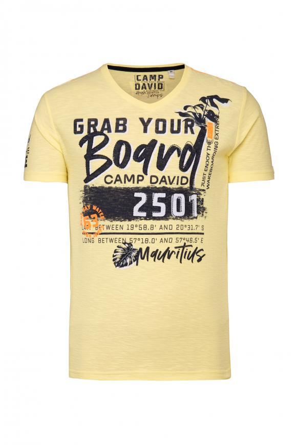 T-Shirt mit V-Neck und Artworks bleached sun