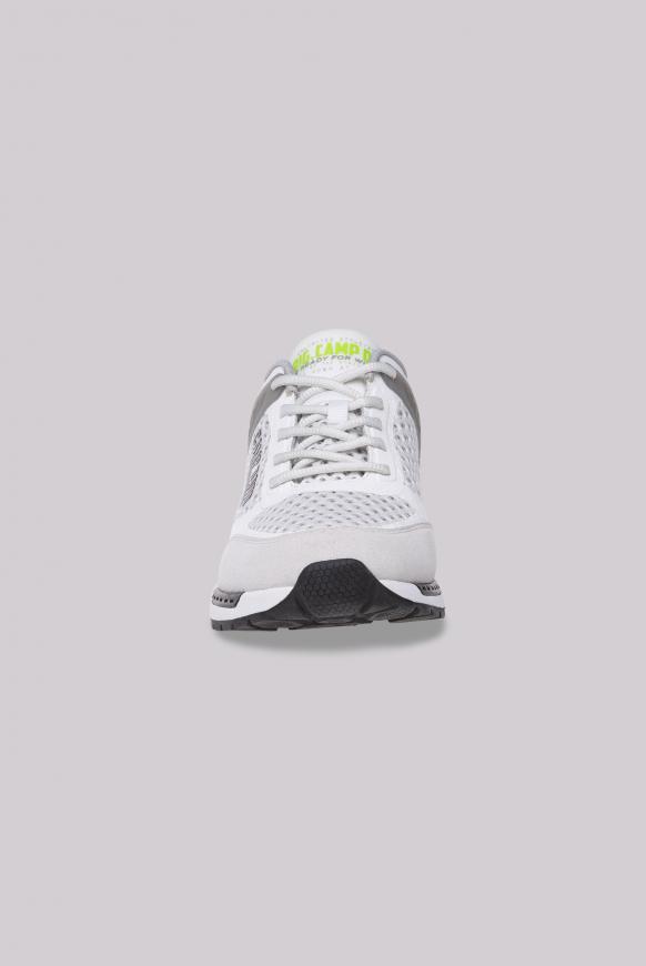 Sneaker aus Mesh mit 3D-Logo-Design