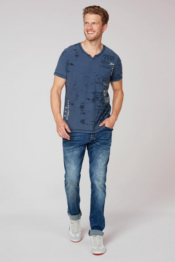 T-Shirt mit All Over Print und Used-Optik