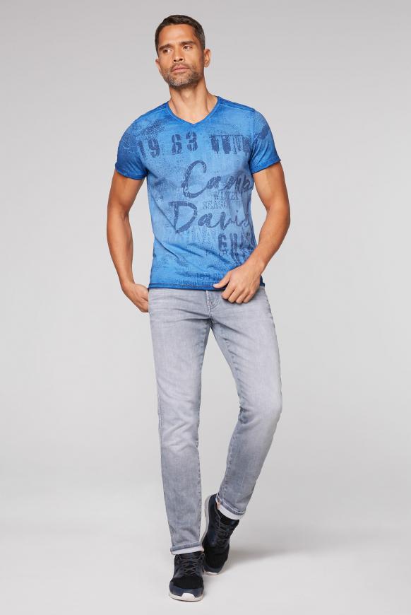 T-Shirt mit V-Neck und All Over Print