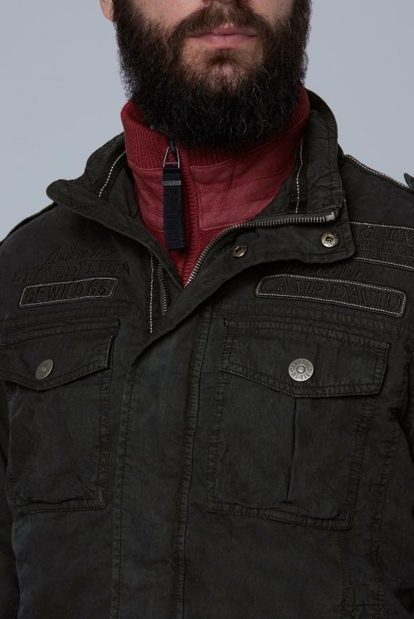 Jacke mit großem Artwork auf dem Rücken