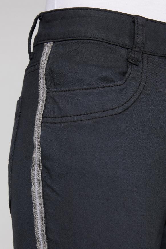 Jeans DE:BY im Jogg Mix mit Streifentape