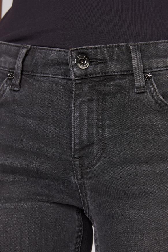 Jeans MI:RA mit Snake-Tapes an den Seiten