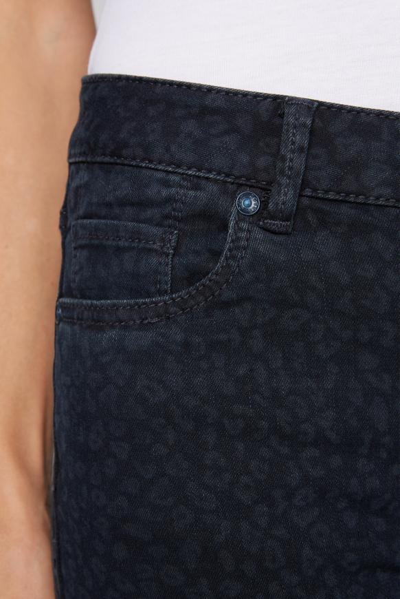 Slim Fit Jeans MI:RA mit Leo Print