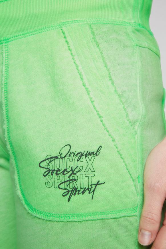 Sweatshorts mit Used-Optik und Print