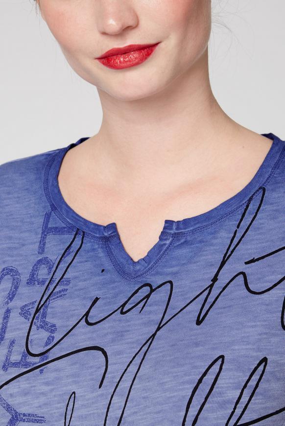 T-Shirt mit Print und Bindeband im Saum