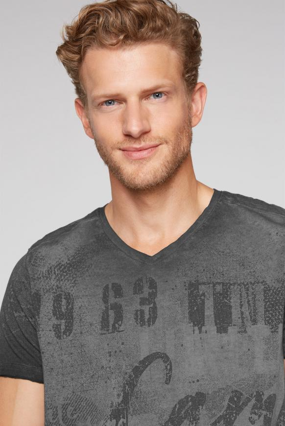 T-Shirt mit V-Neck und All Over Print