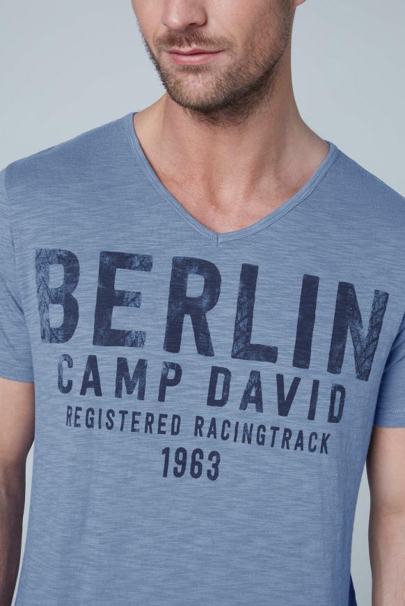 T-Shirt mit V-Neck und Frontprint