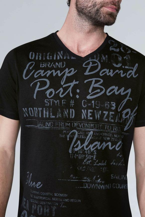 T-Shirt mit V-Neck und Used Print