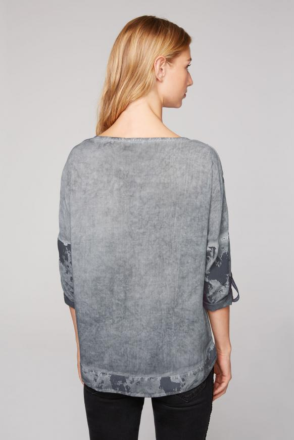 Blusen-Shirt Oil Dyed mit Artwork-Design