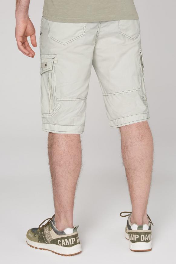 Cargo Shorts mit kleinen Label-Applikationen