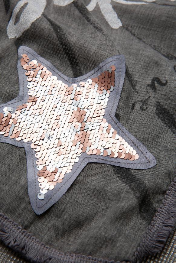 Dreieckstuch im Materialmix mit Artworks