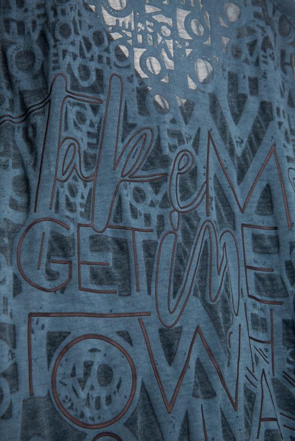 Top mit Ausbrenner-Artwork am Rücken