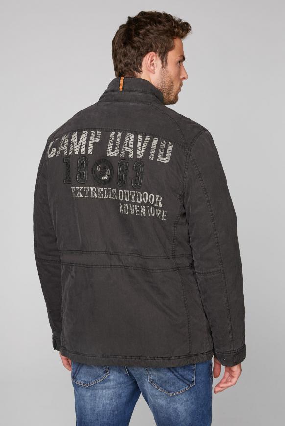 Wattierte Jacke mit Label-Applikationen