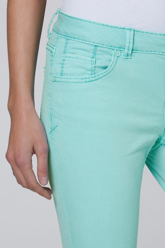 Coloured Denim MI:RA mit verkürztem Bein