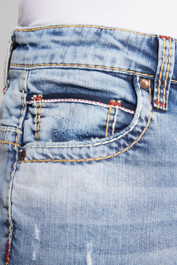 Jeans CO:NO mit Destroy-Effekten