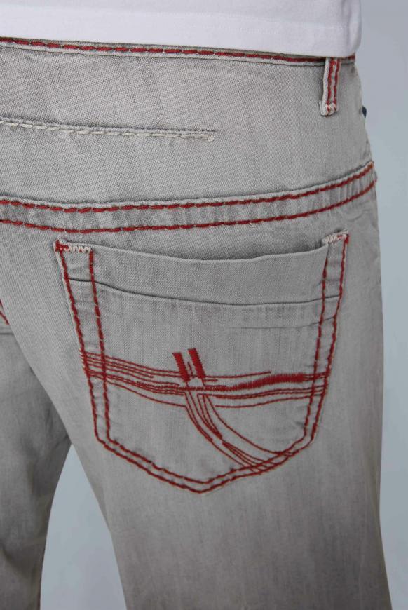 Jeans CO:NO mit Kontrastnähten und Used-Optik