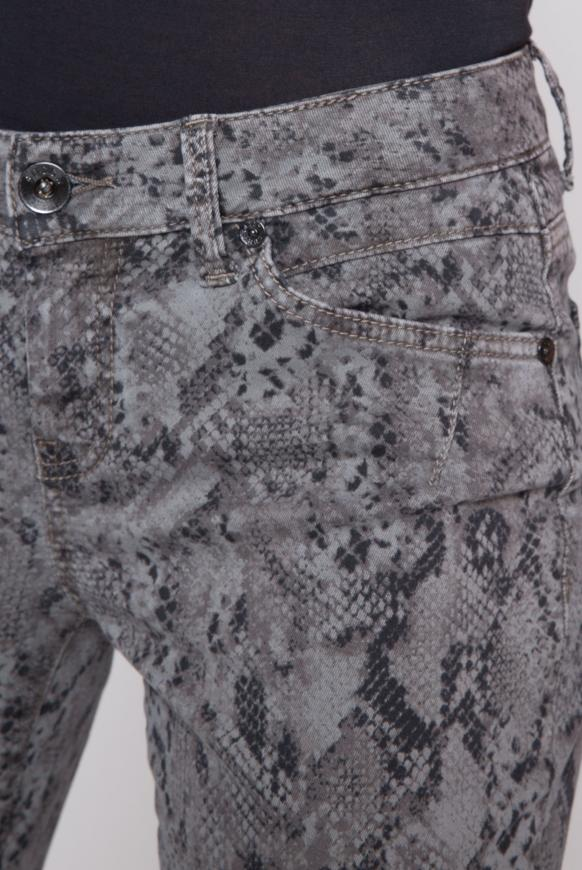Jeans EL:LA mit Cropped Leg und Snake Print