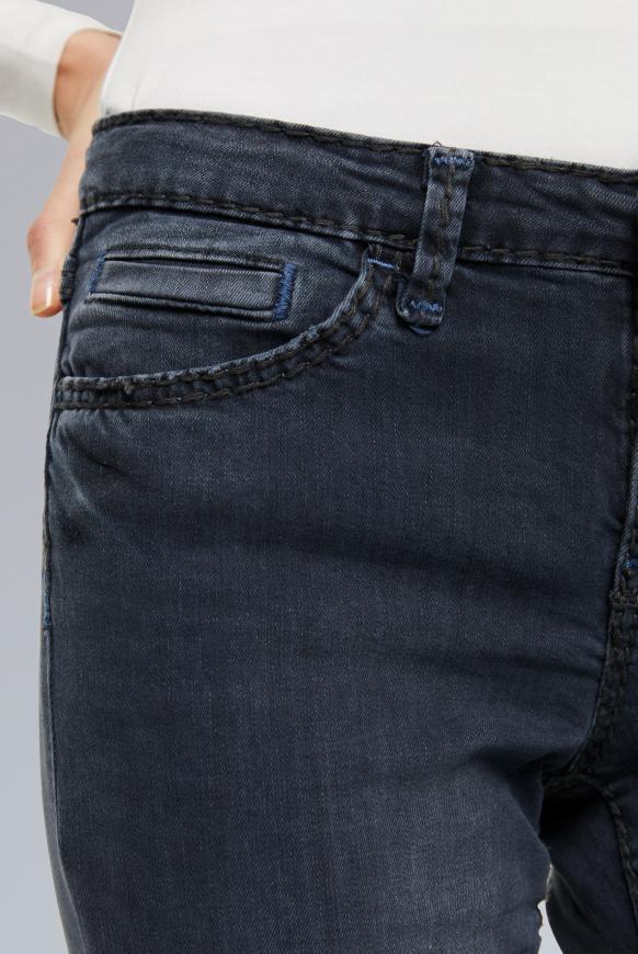Jeans RO:MY mit breiten Nähten und gefärbter Innenseite