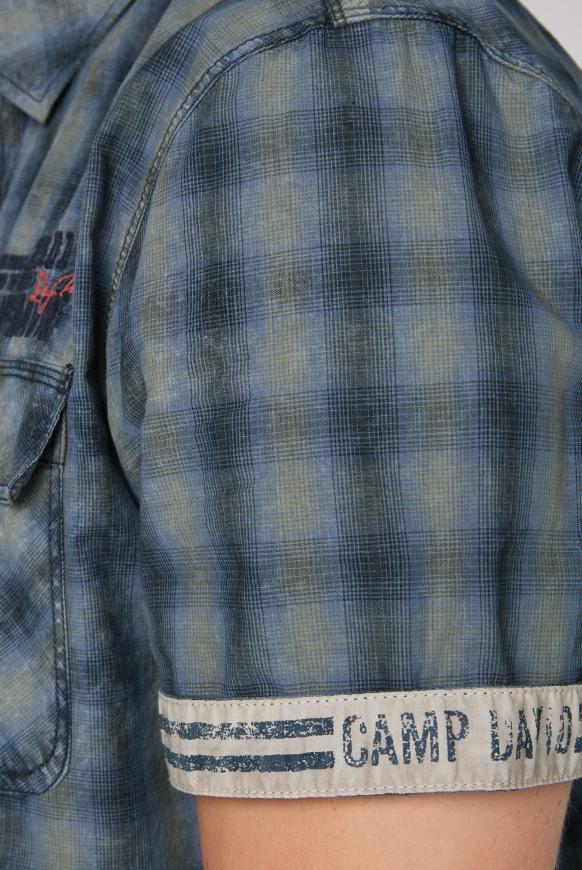 Kurzarmhemd mit Karomuster und Stickereien