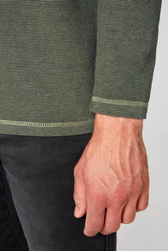 Langarmpolo mit feinen Streifen
