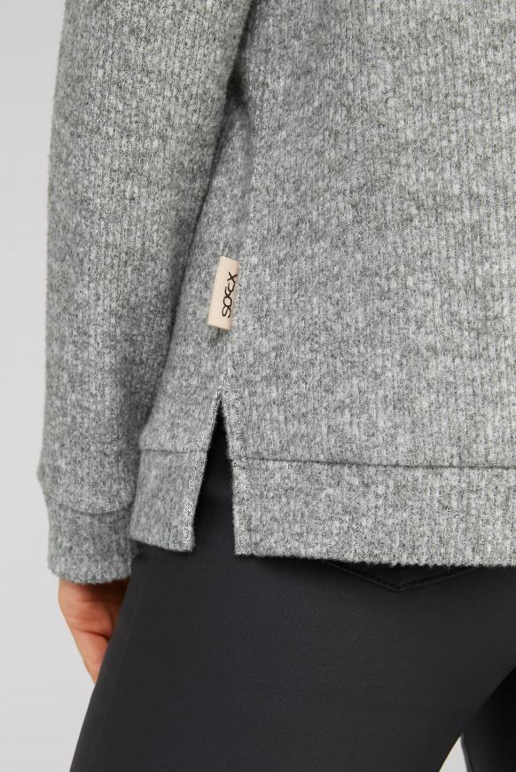 Pullover in Rippstrick mit Rollkragen