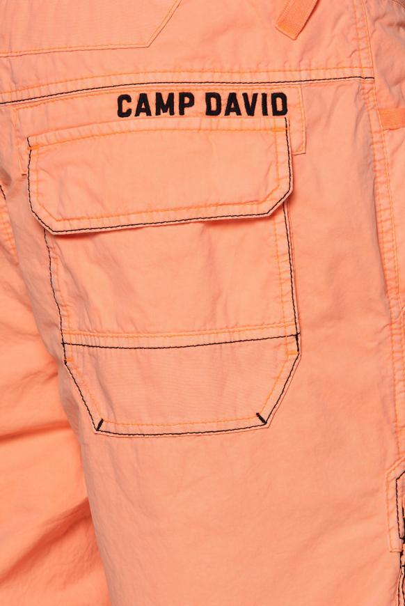 Cargo Bermuda mit Zippertaschen und Artworks