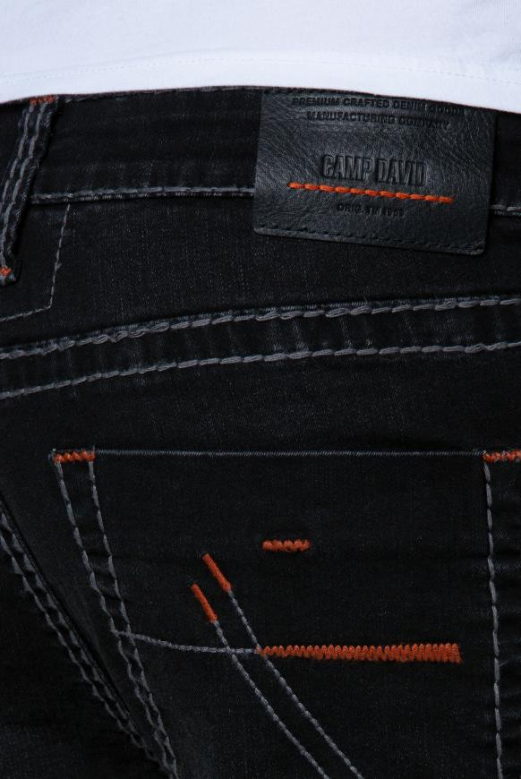 Jeans NI:CO mit Used-Optik und Kontrast-Details