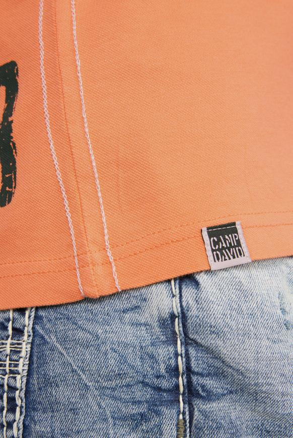 Pikee-Polo mit Label-Applikationen